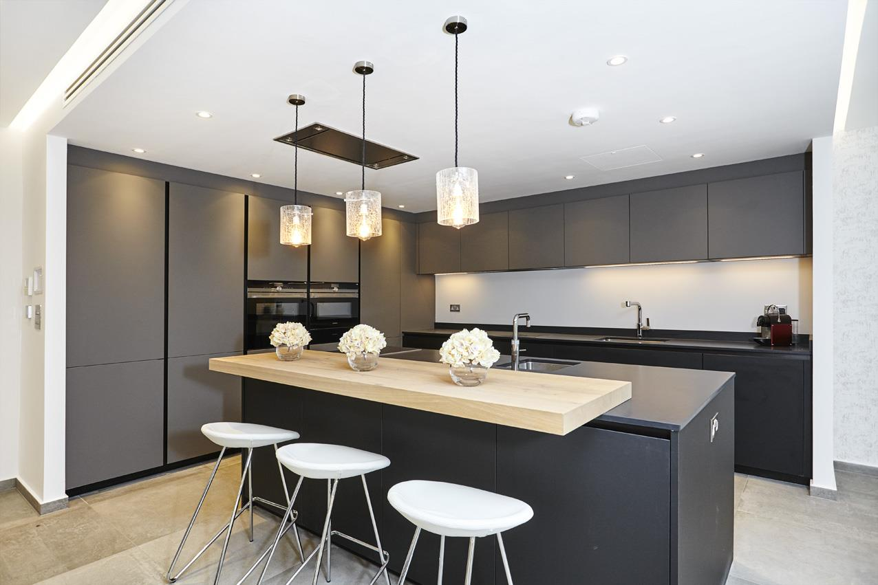 6 Bedrooms Detached House for sale in The Ridgeway, NW11